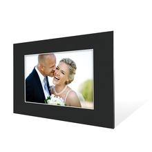 Stabiler Aufsteller mit  Schrägschnitt für 20x30 cm -  schwarze Maske - weißer Kern - mit weißer Rückwand Produktbild