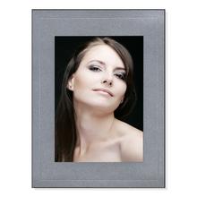 Einzelpassepartout für 13x18 cm - silber satiniert - mit Blindprägung - mit schwarzer Rückwand Produktbild