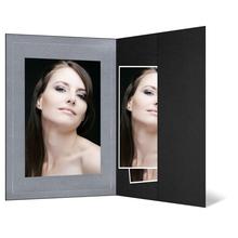 Portraitmappe mit Tasche für 15x20 cm - schwarz - silber satinierte Maske - Blindprägung Produktbild