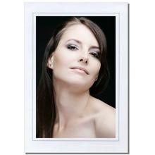 Einzelpassepartout für 20x30 cm - weiß glänzend - mit grauem Rand - mit Rückwand Produktbild