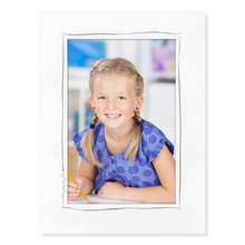 Aufsteller für 13x19 cm - weiß matt mit grauem Tuscherand - mit weißem starkem Rücken Produktbild