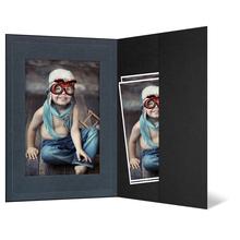 Portraitmappe mit Tasche für 13x19 cm - schwarz - anthrazit satinierte Maske - Blindprägung Produktbild