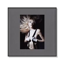 Fotomaske für 13x18 cm - grau mit Leinenstruktur - ohne Rückwand - Hochprägung Produktbild