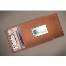 Rechteckige Fotobox aus braun gebeizten Holz für bis 13x19 cm Fotos & sämtliche USB-Stick Größen Produktbild