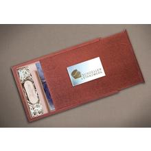 Rechteckige Fotobox aus mahagoni gebeizten Holz für bis 13x19 cm Fotos & sämtliche USB-Stick Größen Produktbild