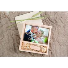 Quadratische Fotobox aus Holz für 10x15 cm Fotos & sämtliche USB-Stick Größen Produktbild