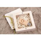 Quadratische Box aus Holz für sämtliche USB-Stick Größen Produktbild