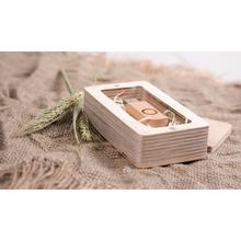 Rechteckige Box aus Holz für sämtliche USB-Stick Größen Produktbild